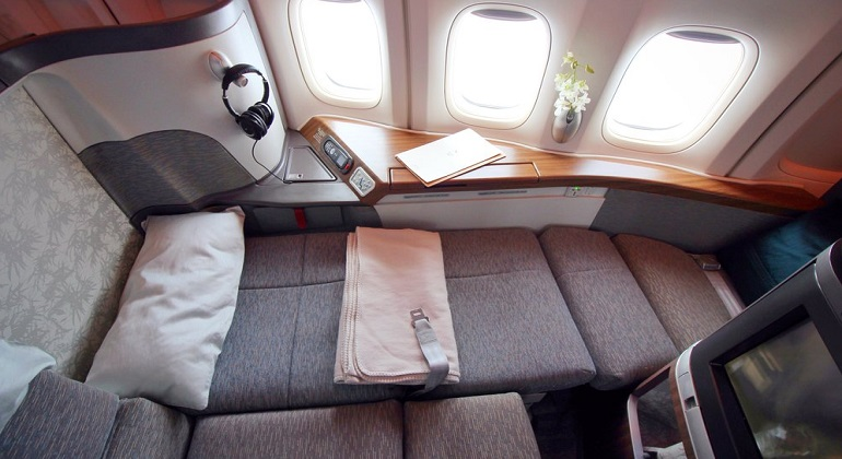 flights with cathay pacific from london